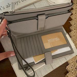 3 in 1 MK double zipper wallet 🦋